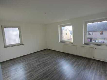 Neu renovierte & attraktiv geschnittene 3-Raum Wohnung in Dinslaken-Bruch !