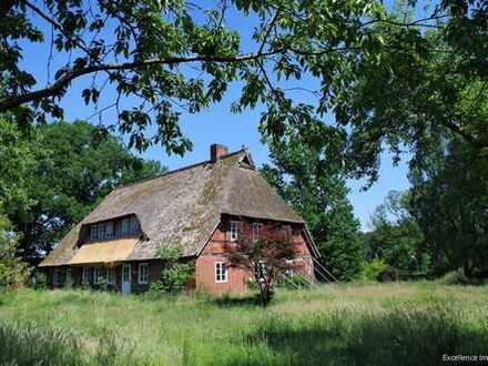Resthof: Fachwerkhaus aus 1852/53 mit Pferdestall / Scheune