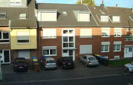 Modernisierte 2-Zimmer-Wohnung mit Balkon und EBK in Frechen