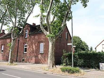 Zechenhaus-Doppelhaushälfte mit zwei getrennten Wohnungen in Bottrop-Eigen -kurzfristig bezugsfrei-