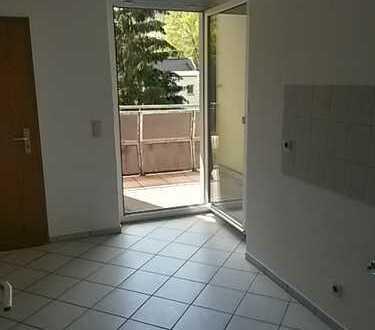 Lichtdurchflutete 2 Zimmer-Wohnung mit großem Balkon!