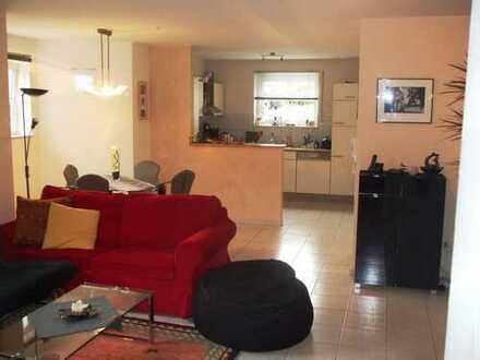 Freundliche, helle 2,5-Zimmer-Wohnung mit Einbauküche