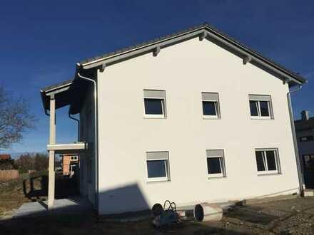 Schöne 5-Zi.-Neubauwohnung, Terrasse + Garten, in Fürstenfeldbruck (Kreis), Adelshofen