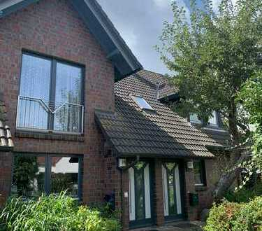 Exklusive, gepflegte 3-Zimmer-DG-Wohnung mit Balkon und Einbauküche in Bremen