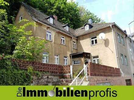 Nur 16.500 Euro - Sanierungsbedürftiges 1-2 Familienhaus in Adorf