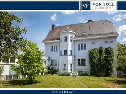 Repräsentative, lichtdurchflutete Villa mit separater Gewerbe- oder Wohneinheit im schönen Monheim