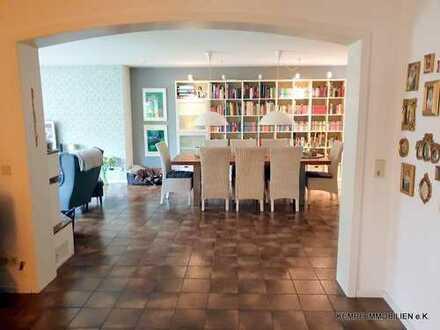 geräumiges Haus, ruhige Lage, toller Garten, großer Wohnbereich ca. 60m², 5 Schlafzimmer, 2 Bäder