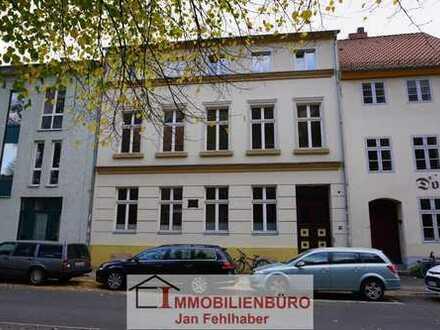 Große 2-Zimmer-Altbauwohnung in Südausrichtung am Dom Greifswalds