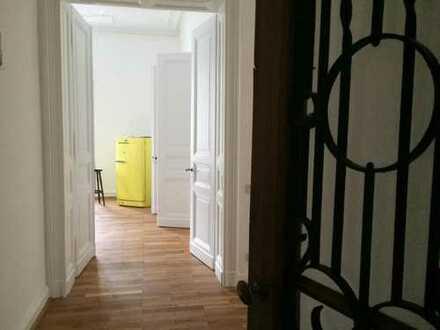 Möbliertes Zimmer in 155qm 3er WG (Altbau) im Frankenberger Viertel