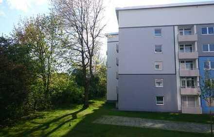 Ansprechende 2,5-Zimmer-Hochparterre-Wohnung in zentraler Lage (EBK, Balkon)