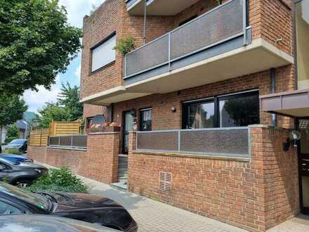 Schöne Eigentumswohnung (Haus im Haus) mit parkähnlichem Garten und Garagenstellplatz
