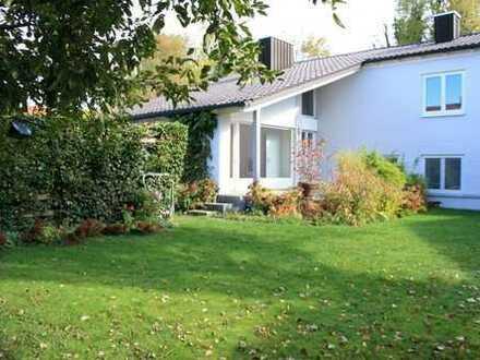 Großzügiges Einfamilienhaus in Split-Level-Bauweise mit tollem Garten in Hallbergmoos-Goldach