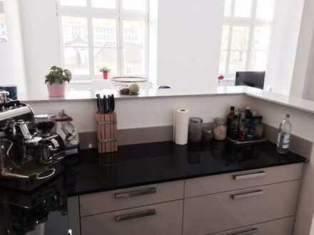 Ein Traum für Individualisten! 2 Zimmer mit hochwertiger Einbauküche...