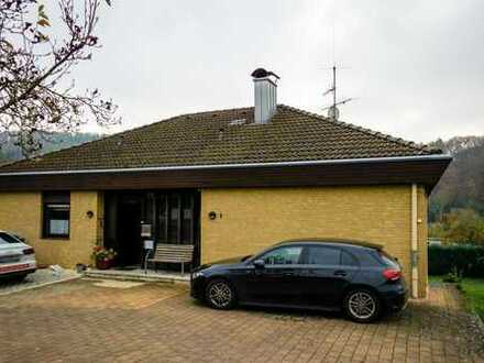 Wohnen am Neckar! Geräumiges Einfamilienhaus mit großem Garten und Einliegerwohnung.