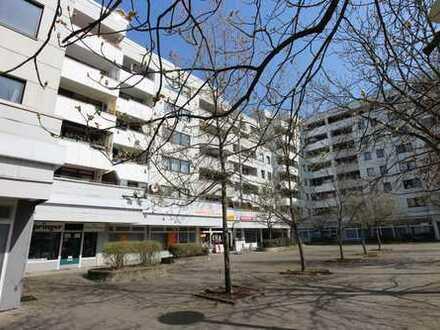 Moderniserte und geräumige 2-Zimmer-Wohnung mit Balkon im grünen Lichtenrade!
