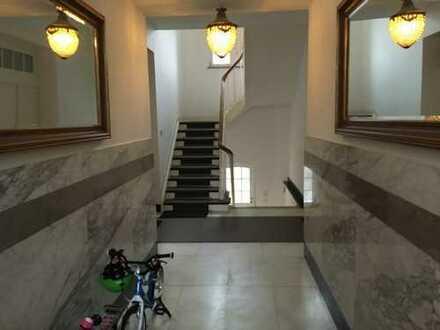 Schöne, geräumige vier Zimmer Wohnung in Düsseldorf, Oberkassel