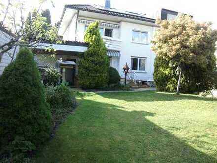 Gepflegtes 1-2-Familienhaus mit Garage und Garten in guter Lage