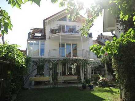 Haus im Haus: 5 Zimmer Maisonette mit Garten und Gästehaus in zentraler, ruhiger Lage in Bad Soden