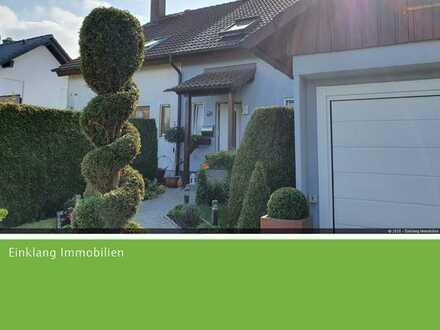 Liebevoll gepflegte Doppelhaushälfte mit Garage, Wintergarten und EBK