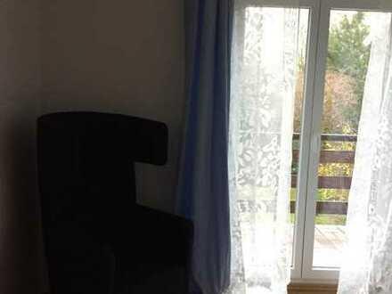Zimmer mit Balkon in Haus mit Design