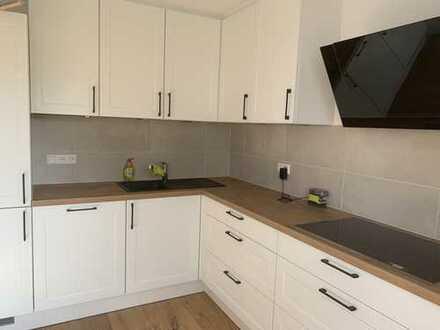 Exklusive, vollständig renovierte 4-Zimmer-Maisonette-Wohnung mit Balkon und EBK in Neckarsulm