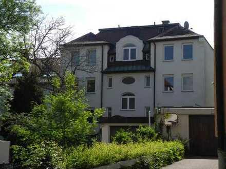 ! Stuttgart ! Attraktive Wohnlage ! Mehrfamilienhaus auf großem Grundstück !