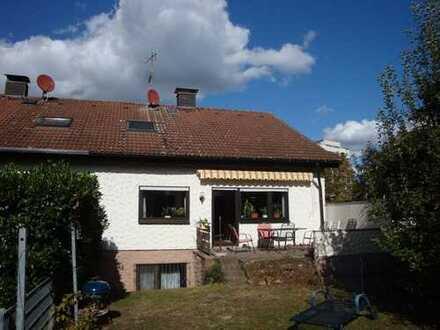 NEU! Teilrenoviertes EFH mit EBK *, tollem Garten und Garage in KA-Grötzingen zu vermieten!
