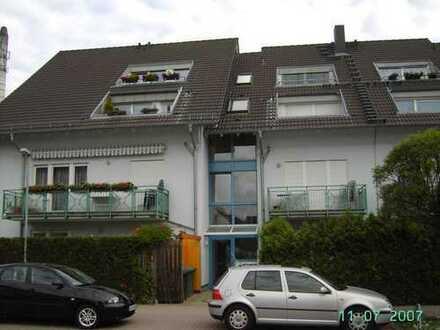 Gemütliche kleine 3 Zi.-Wohnung mit Balkon, Einbauküche und Kfz-Stellplatz