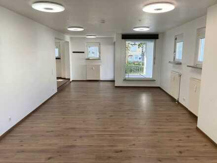 Schöne, frisch sanierte 2 Zimmer Wohnung mit Kellerabteil und Tiefgaragenstellplatz