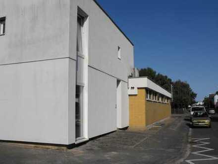 Vielseitig verwendbares Gewerbeobjekt mit 3 ZKB-Wohnung darüber