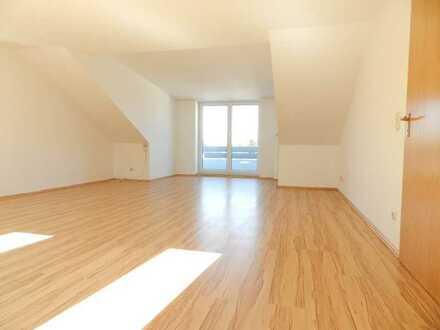 Helle Dachgeschoß-Wohnung mit Balkon in Kissing (2,5 Zimmer)