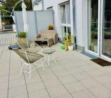 Schöne 2 Zimmer Wohnung mit großer Terrasse zu vermieten