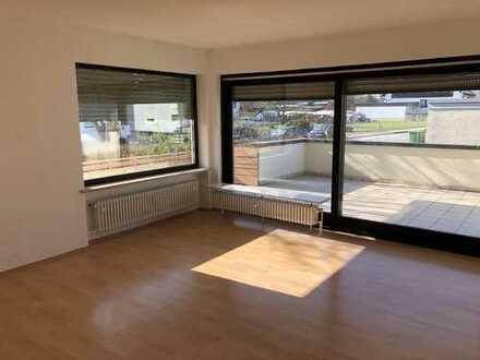 Schöne 4-Zimmer-Wohnung mit Balkon und Einbauküche in Hallstadt