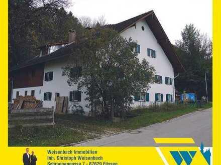Renovierungsbedürftiges ehemaliges Bauernhaus in ruhiger Lage
