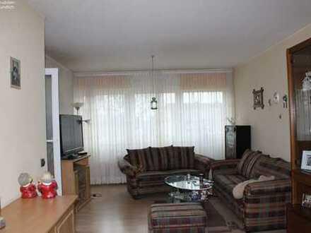 Schön helle und geräumige 2-Zimmer–Wohnung mit großer Loggia!*