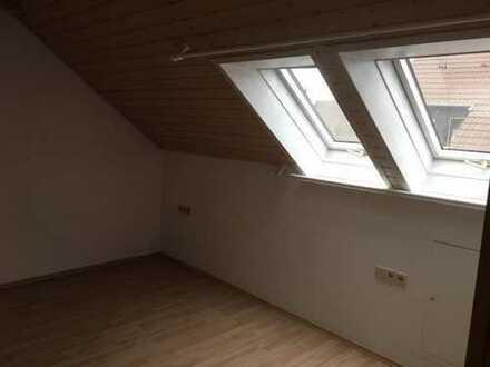 2 Zimmer in WG in ruhiger Wohnlage.