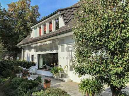 Toplage am Müggelsee! Gehobene Villa mit Einliegerwohnung, großem Garten u. Pool in Friedrichshagen.