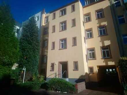 !! neues Laminat, neu renoviert, 3 Zimmer mit Stellplatz !!