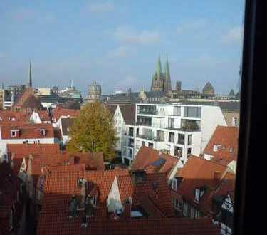 Lichtdurchflutete, stilvolle 3 Zi. Wohnung über den Dächern von Altstadt und Schnoor ab sofort