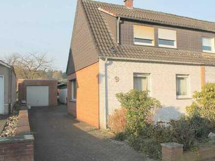 Charmantes Doppelhaus mit großem Grundstück in West-Lage und Garage sucht neuen Besitzer!