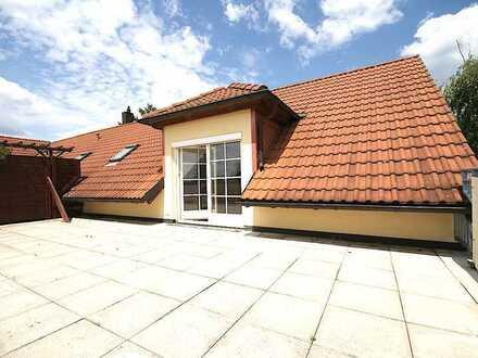 Bezugsfrei - über den Dächern Dresdens. Helle großzügige Dreiraumwohnung mit Dachterrasse.