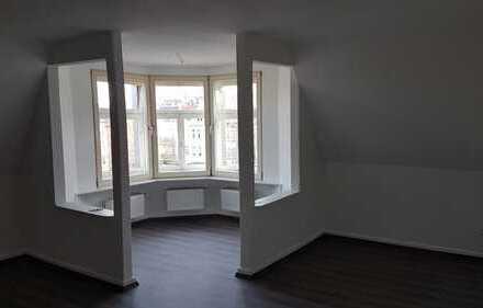 Preiswerte 3,5-Zimmer-Dachgeschosswohnung mit EBK in Essen - Essen-Kray