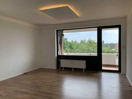 Sanierte 3-Raum-Wohnung mit Südbalkon und Einbauküche in Hannover Sahlkamp