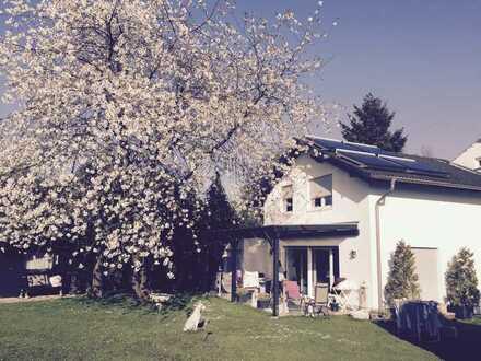 Ein schönes geräumiges Haus mit vier Zimmern in Köln, Heimersdorf