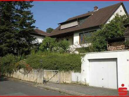 Freistehendes Einfamilienhaus mit großem Grundstück in sehr schöner Hanglage