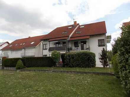 Erdgeschosswohnung mit Außenstellplatz in schöner Feldrandlage (Heidelsheim)