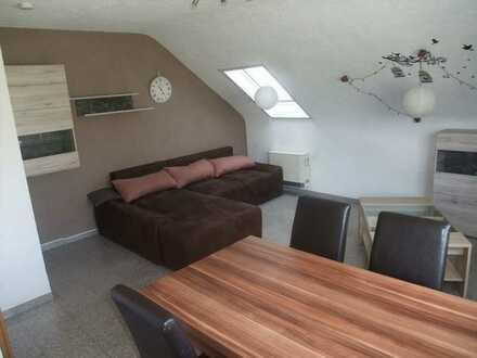 2 Zimmer DG-Wohnung mit Außenstellplatz