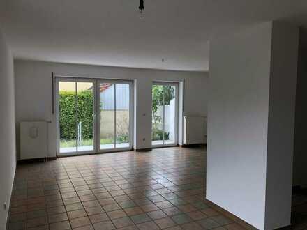 Schönes Haus mit acht Zimmern in Dachau (Kreis), Röhrmoos mit sehr gutem S-Bahn-Anschluß