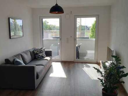 Schöne 2- Zimmer Wohnung mit Wintergarten-Balkon - Aufzug- Einbauküche