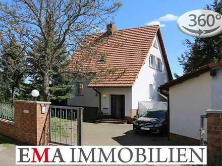 Hübsches Einfamilienhaus mit Vollkeller und Doppelgarage